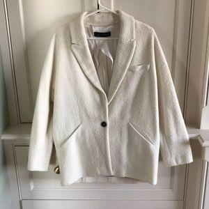 Never worn adorable Zara white soft blazer!